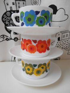 3 RETRO tekoppar ARCOPAL France superfina 70-tal? Porcelain Ceramics, Surface Pattern Design, Vintage Fabrics, Teacups, Flower Power, Pottery, China, France, Coffee