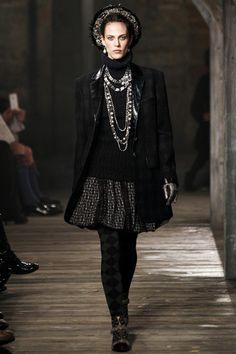 Here is another fabulous look (would love to wear this!) from the collection I featured a while back, Chanel 2013 -2014.