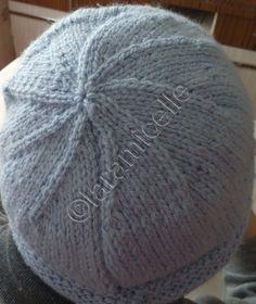 """mon """"en-cours"""" était un bonnet pour mon amie BLEU27 TUTO matériel laine à tricoter avec du 4 aig 4 points mousse :toujours à l'endroit jersey: un rg endroit un rg envers CATEGORIE LL monter 90 mailles 6 rg endroit (mousse) pour le revers continuer en..."""