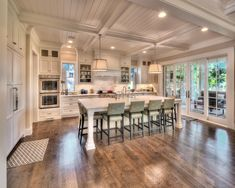 Kitchens — Larson Building Company - Kim Ennis Kitchens — Larson Building Company Source You Modern Farmhouse Kitchens, Home Kitchens, Beautiful Kitchens, Beautiful Homes, Küchen Design, House Design, Style Deco, Building Companies, Home Decor Kitchen