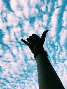 cool phone backgrounds - cool wallpapers for your phone - cool phone wallpapers Hand Photography, Shadow Photography, Portrait Photography Poses, Sky Aesthetic, Aesthetic Images, Girl Tumbler, Tumblr Photography Instagram, Shadow Pictures, Profile Pictures Instagram