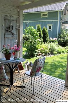 piha,kesäkeittiö,kukat,kukkia,pihan oleskelupaikka,puutarha,puutarhakalusteet,maalaisromanttinen,maalaisromanttinen sisustus