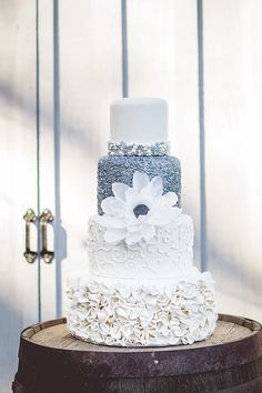 Raleigh, NC's Love Cake designs and decorates custom wedding cakes, celebration cakes, and offers decorating classes and kids' birthday party packages.