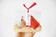 紅白の鶏がかわいい!トントン相撲ができちゃう箱も魅力の和歌山土産「鬪雞まんじゅう」 | 箱庭 haconiwa|女子クリエーターのためのライフスタイル作りマガジン Food Packaging, Packaging Design, Japan Package, Japanese Graphic Design, Paper Shopping Bag, Life, Products, Design Packaging, Package Design