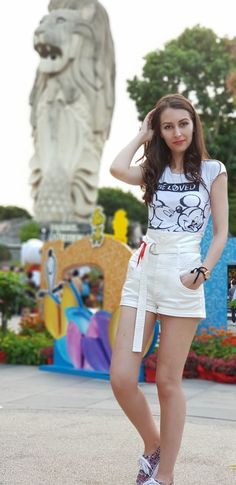 #sentosaisland #singapore #girls #fashion http://www.stilettoandredlips.com/