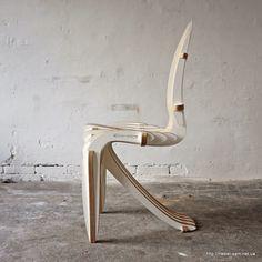 Оригинальный стул из фанеры от Peter Qvist