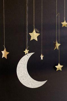 17 Simple Ramadan Decoration Ideas You Can Do at Home Ramadan Crafts, Ramadan Decorations, Star Decorations, Hanging Decorations, Hanging Stars, Diy Hanging, Fest Des Fastenbrechens, Decoraciones Ramadan, Moon Decor