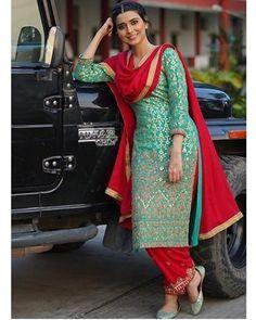 Nimrta kahlon x nimrat khaira - Design interests Designer Punjabi Suits Patiala, Punjabi Suits Designer Boutique, Patiala Suit Designs, Boutique Suits, Indian Designer Suits, Kurti Designs Party Wear, Punjabi Boutique, Indian Fashion Dresses, Pakistani Dresses Casual