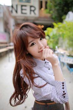 Kim Shin Yeong~ Love that outfit. Ulzzang Fashion, Kpop Fashion, Ulzzang Girl, Cute Fashion, Asian Fashion, Girl Fashion, Pretty Asian, Beautiful Asian Women, Korean Beauty