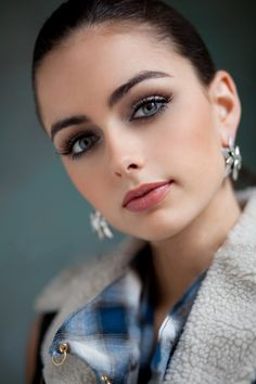 Her eyes are telling me that I should get to know her. #eyes #makeup #beauty