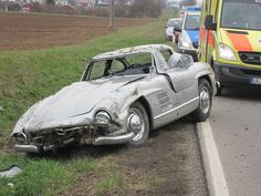 Mercedes-Benz 300 SL Gullwing Destroyed by Mechanic on Test Drive Mercedes Benz 300, Corvette C7, Classic Motors, Classic Cars, Classic Car Insurance, Joy Ride, Spiegel Online, Classic Mercedes, Salvage Cars