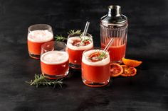 Blutorangen Sour - Rezepte | fooby.ch Cocktails, Panna Cotta, Ethnic Recipes, Food, Mixed Alcoholic Drinks, Mixed Drinks Alcohol, Blood Orange, Kid Cooking, Vodka