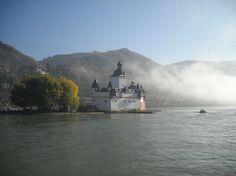 Schiff fahren auf dem Rhein und Sparen. Tipps zum Geld sparen bei einer Rheinfahrt für Familien, Wanderer, Radfahrer und Bahnreisende.