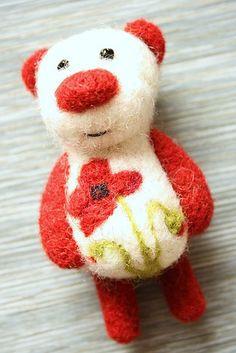 Wool Needle Felting, Needle Felted Animals, Felt Animals, Fun Crafts, Diy And Crafts, Felt Brooch, Christmas Decorations, Christmas Ornaments, Felt Hearts