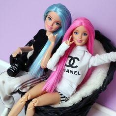 c is both like Chanel Barbie Dolls Diy, Barbie Fashionista Dolls, Diy Barbie Clothes, Barbie Model, Barbie Dress, Juste Zoe, American Girl, Barbie Tumblr, Realistic Barbie