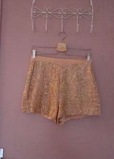 A vendre sur #vintedfrance ! http://www.vinted.fr/mode-femmes/shorts-tailles-hautes/21909638-short-a-sequins-beige-rose
