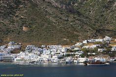 Le village de Kmares par dela la baie - Sifnos - Cyclades - Grece