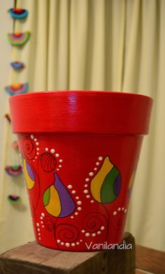 Vanilandia: Macetas Pintadas varios modelos Flower Pot Art, Mosaic Flower Pots, Flower Pot Crafts, Clay Pot Crafts, Painted Clay Pots, Painted Flower Pots, Hand Painted Ceramics, Paint Garden Pots, Outdoor Acrylic Paint