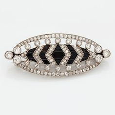 A brooch with old cut-diamonds ca 1.90 cts and onyx, platinum. With French hallmarks.