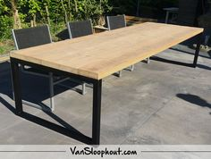 Antique beam garden table with black O frame., Antique beam garden table with black O frame. # demolition wood # steel # industrial housing # home inspiration Whilst age-old with concept, the actual pergola has become encountering a bit. Outdoor Dining, Dining Table, Timber Roof, Wood Steel, Pergola Designs, Garden Table, Metal Furniture, Beams, Table Settings