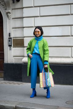We're Getting All Of Our Fall Outfit Ideas From London Fashion Week Street Style London Fashion Week Spring Summer 2019 Street Style Street Style Trends, London Fashion Week Street Style, Look Street Style, London Fashion Weeks, Spring Street Style, Paris Fashion, Street Styles, Style Summer, Winter Style
