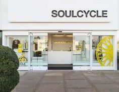 Large color contrasting letters off center tends to draw your eyes to the whole building. Store Front - Soul Cycle Palo Alto