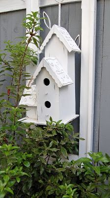 My Painted Garden: Painting a Garden Bridhouse Garden Art, Garden Painting, Bird House Kits, Bird Boxes, How To Attract Birds, Little Houses, Rustic Design, Exterior Paint, Bird Feeders