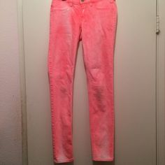 Hollister Pink Jeans Pink acid wash Hollister jeans . Rarely warn. On good condition. Very pretty and stylish. No Trades Hollister Pants Skinny