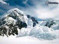 verschneiter Berg, Lawine