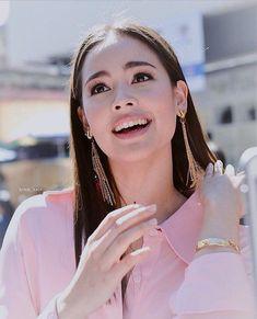 Cr. IG @mairatchada1 | 171203 Chiangmai ,Thailand #maybelline #yayaurassayas Mark Prin, Celebs, Celebrities, Celebrity Couples, Woman Crush, Korean Music, Asian Woman, Pretty Woman, Beauty Women