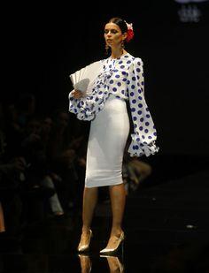Desfile de Pedro Béjar, «La versión de Manuela», en Simof 2016. Raúl Doblado High Fashion, Fashion Beauty, Spanish Dress, Pencil Skirt Work, Cocktail Outfit, Spanish Fashion, Beautiful Blouses, Costume, Mode Inspiration