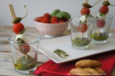 Vasitos mediterráneos de tomate, pesto y mozzarela