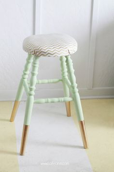 Gorgeous Mint Thrifted Gold-Dipped Bar Stool made over with BB Frosch Chalk Paint Powder! This powder can be added to regular flat latex paint to make it chalk paint. Mint Furniture, Refurbished Furniture, Furniture Makeover, Painted Furniture, Gold Dipped Furniture, Bar Stool Makeover, Kitchen Table Makeover, Painted Bar Stools, Painted Chairs