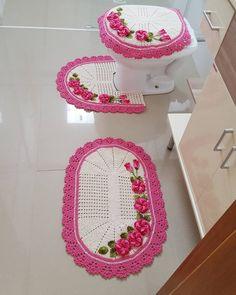 Häkeln: Schauen Sie sich Vorlagen an, um Ihr Zuhause zu dekorieren - Crochê - Decoração clássica - Crochet Baby Dress Pattern, Crochet Patterns, Crafts To Make And Sell, Diy And Crafts, Crochet Home, Knit Crochet, Owl Bathroom, Crochet Triangle, Crochet Designs