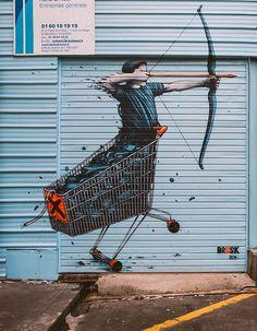 Les nouveaux Centaures de notre société de consommation roulent en... caddie ! / Street Art. / By Brusk.
