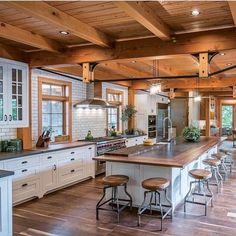 Rustic Kitchen Ideas – Rustic kitchen closet is a lovely mix of country cottage and farmhouse design. Surf 30 ideas of rustic kitchen design below - My Home Decor Rustic Kitchen Design, Farmhouse Design, Modern Farmhouse, Farmhouse Style, White Farmhouse, Industrial Farmhouse, Rustic Modern, Rustic Design, Rustic Decor