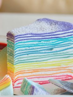 Voici la recette du gâteau de crêpes Arc-en-ciel qui va ravir les enfants pou… Here is the recipe for Rainbow Pancake Cake that will delight kids for candlemas, birthday or any other snack, as long as you have some time in front of you! Crape Cake, Rainbow Pancakes, Indian Cake, Pancake Cake, Rainbow Food, Cake Rainbow, Rainbow Desserts, Rainbow Things, Crepe Recipes