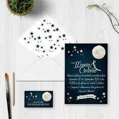Si te casas a la luz de la luna y de las estrellas Wachishop te presenta esta elegante y bonita invitación de bodas