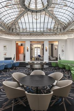 One of the most remarkable contemporary interior design projects by François Champsaur was the renovation of the Hôtel Vernet in Paris. Hotel Restaurant, Restaurant Design, French Interior, Best Interior, Paris Champs Elysees, Hotel Paris, Paris Design, Hotel Interiors, Top Interior Designers