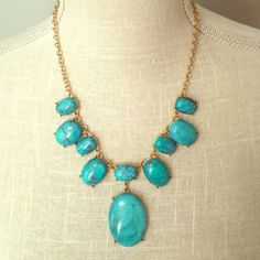 💖FLASH SALE💖 Turquoise & Gold Statement Necklace Beautiful turquoise necklace, I just already have an overflowing jewelry collection.  Comes with pouch. Capwell + Co Jewelry Necklaces