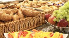 #Breakfast at #ZeitgeistVienna #yummie Stuffed Mushrooms, Vegetables, Eat, Breakfast, Food, Morning Coffee, Meal, Essen, Vegetable Recipes