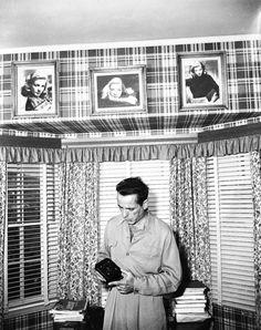 Humphrey Bogart in his home, filled with photos of his beautiful and loving wife, Lauren Bacall, Golden Age Of Hollywood, Hollywood Stars, Classic Hollywood, Old Hollywood, Lauren Bacall, Humphrey Bogart, Great Love Stories, Love Story, Bogie And Bacall