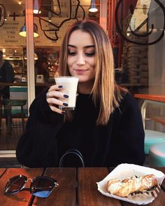"""41.8 k mentions J'aime, 321 commentaires - Chloé B (@chloebbbb) sur Instagram : """"find someone who looks at u like this"""""""
