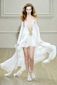 Julien Macdonald Spring 2011 Ready-to-Wear Collection Photos - Vogue