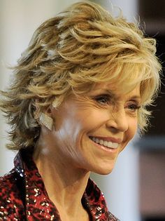 Hair cuts layers short older women jane fonda super Ideas Feathered Hair Cut, Feathered Hairstyles, Cool Hairstyles, Braided Hairstyles, Wedding Hairstyles, Short Sassy Hair, Short Hair With Layers, Short Hair Cuts, Short Layered Haircuts