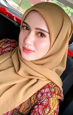 Girl in Hijab Beautiful Muslim Women, Beautiful Hijab, Beautiful Asian Girls, Muslim Fashion, Hijab Fashion, Fashion Muslimah, Hijab In Quran, Fashion Week, Girl Fashion