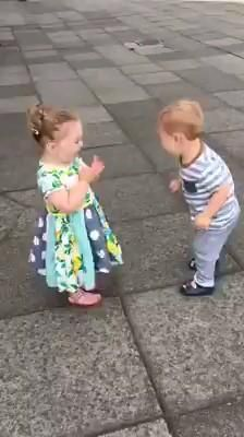 Funny Baby Memes, Cute Funny Baby Videos, Cute Funny Babies, Funny Videos For Kids, Funny Short Videos, Baby Humor, Cute Kids Pics, Cute Baby Pictures, Funny Pictures