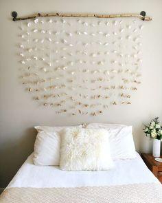 DIY home decor, apartment decor, apartment decor, affordable home decor. Home Decor Bedroom, Diy Room Decor, Diy Bedroom, Homemade Bedroom, Paper Room Decor, Flower Room Decor, Home Decoration, Flower Wall, Diy Casa