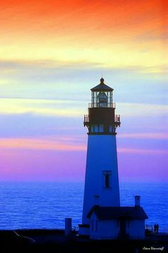 Yaquina Head Lighthouse Oregon Central Coast, just north of New-port; ~ Yaquina is the tallest lighthouse in Oregon, completed in Beautiful Places, Beautiful Pictures, Beautiful Life, Beautiful Sunset, Lighthouse Pictures, Beacon Of Light, Jolie Photo, Wyoming, Scenery