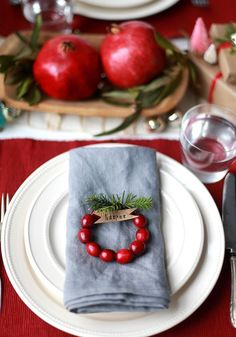 Dress up your Christmas table with these great DIY ideas!